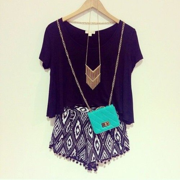 jewels fringes fringes gold necklace gold necklace necklace fringe necklace fashion shorts motif shirt black cute summer summer outfits