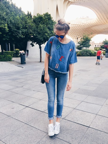 dear diary blogger t-shirt jeans bag shoes denim top skinny jeans sunglasses sneakers adidas shoes