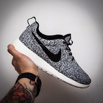 shoes @iashleyc nike nike shoes nike sneakers nike roshe run black and white