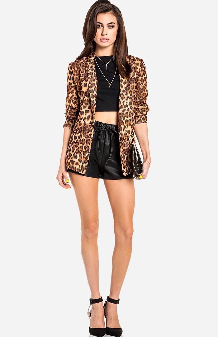 Dailylook: flared vegan leather shorts in black m