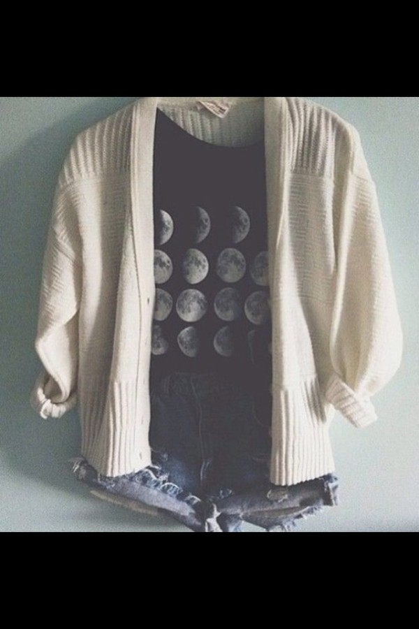 t-shirt dark grey a t-shirt grey top moon sweater knitted sweater winter sweater cute sweaters cute outfits shorts high waisted denim shorts denim shorts swag