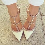 shoes,white,white heels,studs,stud heels,cute,fashion,heels,Valentino,beige,brown dress,studded shoes,pointed toe