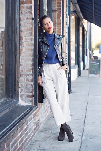 style me grasie blogger cropped pants blue sweater