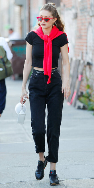 jeans streetstyle gigi hadid model off-duty top