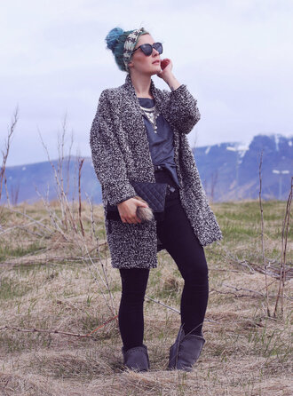 like a riot blogger grey coat black jeans silver necklace