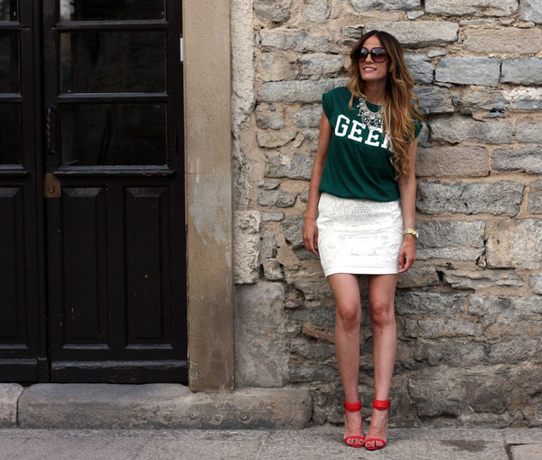 rebel attitude t-shirt skirt jewels shoes