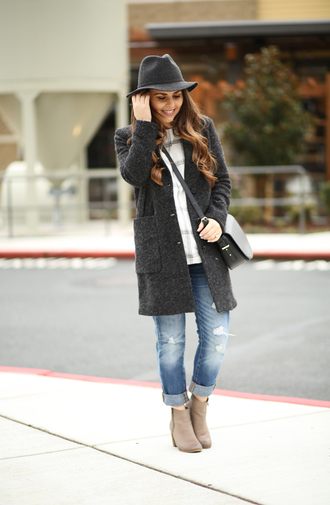 dress corilynn blogger jeans boots long cardigan knitted cardigan felt hat shoulder bag