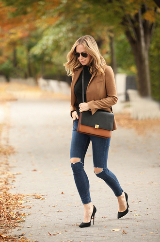 brooklyn blonde blogger jacket ripped jeans leather bag