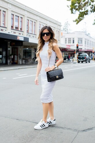 maria vizuete mia mia mine blogger shoes sunglasses jewels bag striped dress black bag shoulder bag chanel chanel bag maxi dress adidas white sneakers