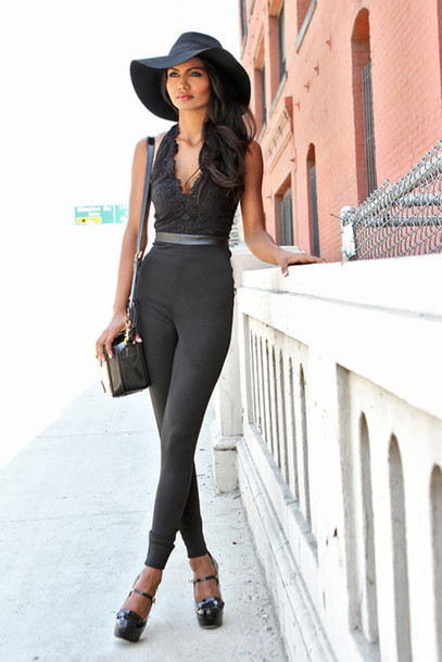 jumpsuit black shoes black hat fedora belt black belt box bag bag black bag box black playsuit black platforms fedora straw actor chic hollywood cool printed fedora