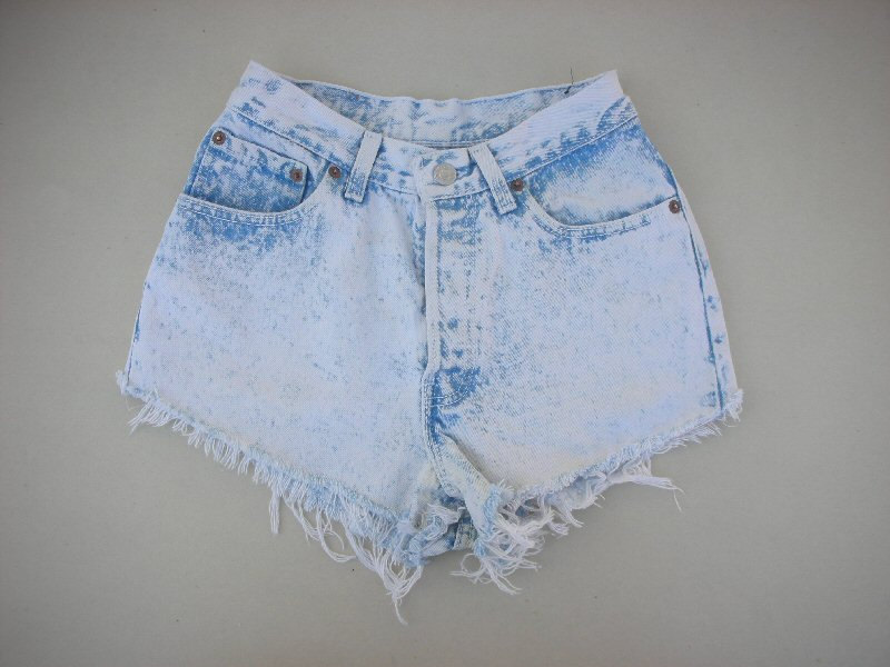 26 1/2 waist vintage levi levis 80's worn light acid wash destroyed frayed faded denim shorts (17)