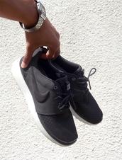 shoes,nike,nike roshe run,black,white,sneakers,nike sneakers