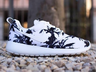 nike running shoes palm tree print roshe runs