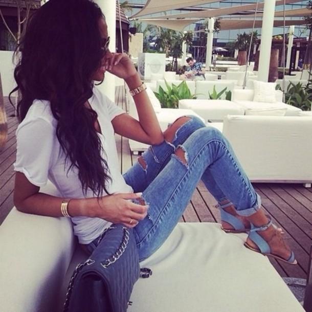 shoes jeans shirt pants bag flat sandals sandals leather cute sandals blue sandals boyfriend jeans ripped jeans t-shirt jewels ripped blue summer t-shirt white