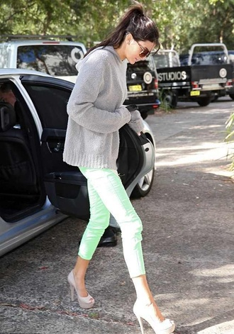 jeans green pants cute kendall jenner grey sweater summer pants love where to get it ?