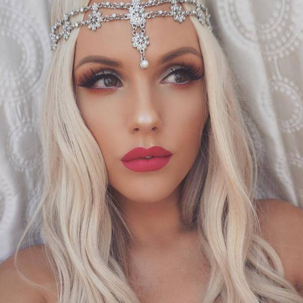 298a775fb02 jewels tumblr head jewels hair hairstyles long hair blonde hair make-up  lipstick red lipstick