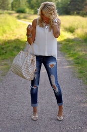 jeans,jeans with holes,rolled hem,jewels,blouse,shoes