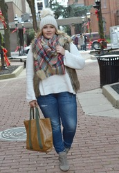 mommyinheels,blogger,sweater,jacket,scarf,hat,jeans,shoes,bag,beanie,winter outfits,tote bag,tartan scarf,faux fur vest,curvy,beige fur vest,plus size jeans,plus size
