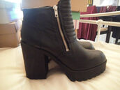 shoes,boots,h&m,ebay,platform boots,jewels,hundm,black,ausverkauft,oldcollection,all black everything,ankleboots,blackboots