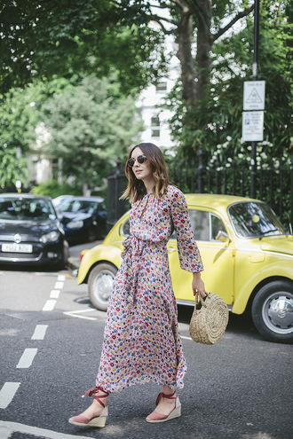 what olivia did... blogger dress sunglasses jewels bag shoes wedges basket bag maxi dress summer outfits summer dress tumblr floral floral dress floral maxi dress long dress sandals wedge sandals round tote tote bag