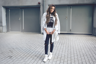 fanny lyckman blogger perfecto white jacket white sweater jacket jeans sweater jewels shoes