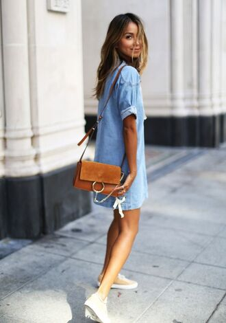 bag brown suede leather denim jeans dress white shoes summer outfit idea street style chloe