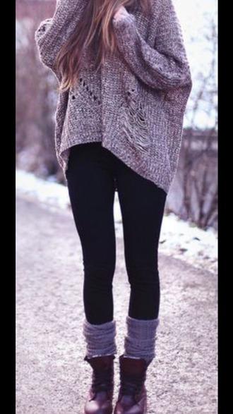 oversized sweater outfit idea black leggings