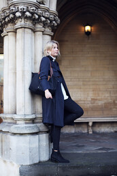 into the fold,blogger,trench coat,navy,longchamp,coat,shoes,bag,jeans,jewels