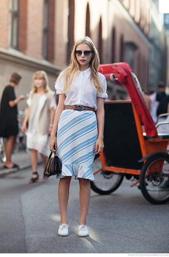 carolines mode blogger fall outfits office outfits striped skirt pencil skirt tulip skirt white blouse belt prada streetstyle