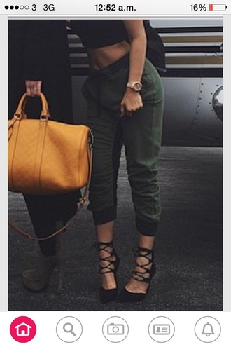 pants i need this where can i get  them 😱😱