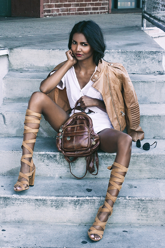 tuolomee blogger biker jacket brown leather jacket brown leather bag leather backpack white shirt strappy shoes tan