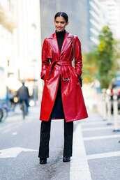 coat,sara sampaio,model off-duty,red coat,crocodile,trench coat