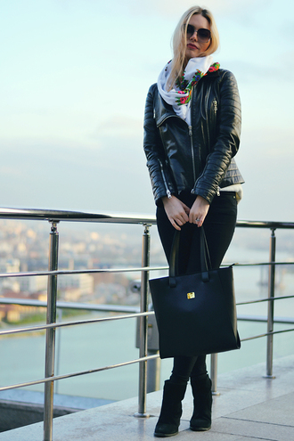 ag on i ya blogger leather jacket tote bag scarf
