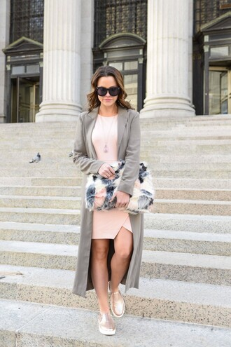 live more beautifully blogger pink dress furry pouch pouch slip on shoes grey coat printed pouch wrap dress long coat sunglasses black sunglasses gold shoes furry bag date outfit grey long coat