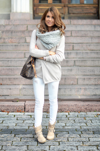 mariannan blogger cardigan top jeans shoes jewels scarf