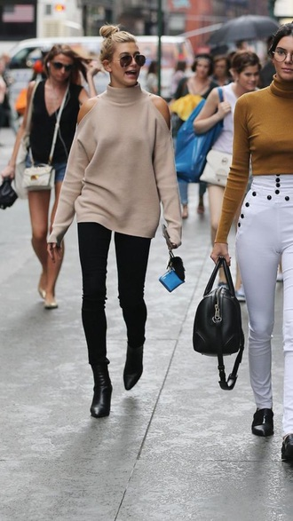 sweater camel hailey baldwin fall sweater cut-out shoulder top kendall jenner fall outfits model off-duty cut-out shoulder sweater turtleneck turtleneck sweater aviator sunglasses black jeans black boots boots streetstyle model