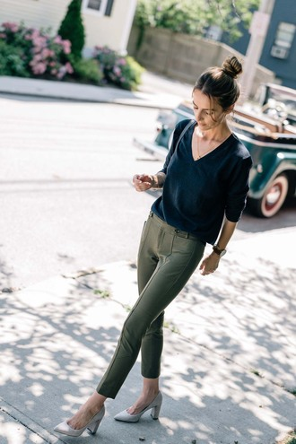 pants tumblr khaki khaki pants pumps pointed toe pumps high heel pumps sweater blue sweater fall outfits