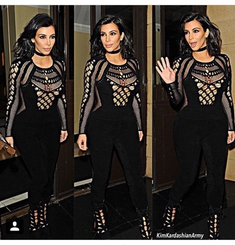 jumpsuit kim kardashian high heels black heels jewels black jewelry necklace choker necklace black choker kim kardashian style kardashians keeping up with the kardashians celebrity style celebrity celebstyle for less