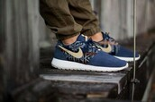 shoes,navy,nike,nike roshe run,mens sneakers,run,tribal pattern,swosh,summer,nike shoes