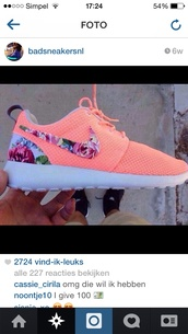 shoes,nike roshes floral,coral and floral,nike,peach,nikes,nike roshe run,cute sneakers,roshes,trainers,gym,running shoes,orange,grey,pattern,peach nike flowered shoes,pink,flowers,cute shoes,cute,style,trendy,sportswear,sports shoes,pink peach colour with floral l tick.,floral roshes,nike running shoes,floral shoes,nike roshe run running shoes,nike shoes,floral nike,floral,pink shoes,nike free run,sneakers,nike sneakers