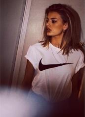 shirt,t-shirt,nike,nike running shoes,tumblr,tumblr girl,tumblr clothes,white,black,b&w,black and white,blouse,new york city,l.a.