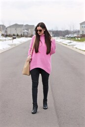 lamariposa,blogger,sweater,jeans,shoes,bag,sunglasses,pink sweater,turtleneck sweater,oversized sweater,black jeans,shoulder bag,ankle boots