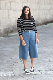pants,denim culottes,culottes,denim,blue pants,denim pants,top,striped top,sneakers,low top sneakers,black sneakers,converse,black converse,casual,spring outfits