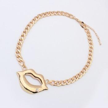 Gold lips necklace — sister vintage