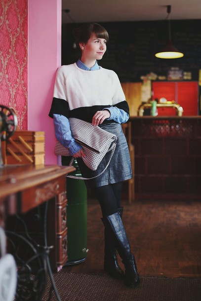 kapuczina blogger sweater leather skirt black boots blue shirt oversized sweater