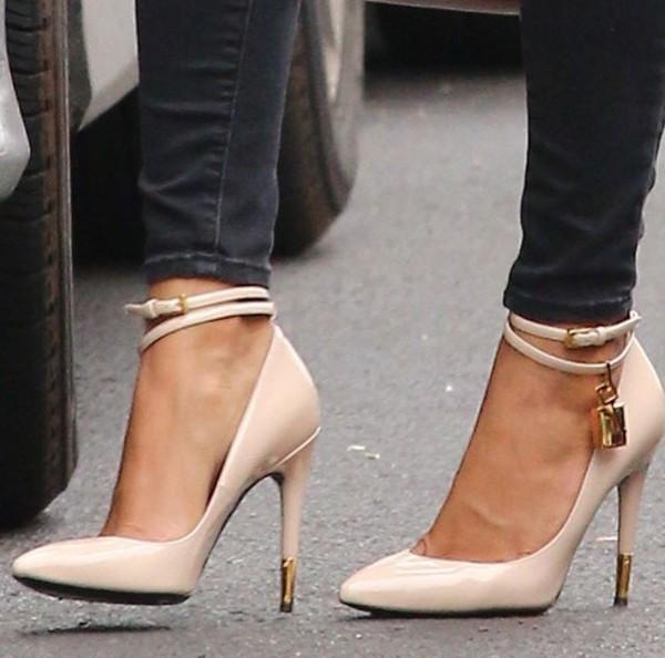 shoes valentino pumps pointed toe pumps beige heels high heels wheretoget. Black Bedroom Furniture Sets. Home Design Ideas
