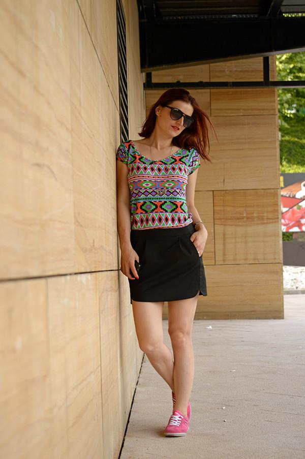 un strop de culoare t-shirt skirt