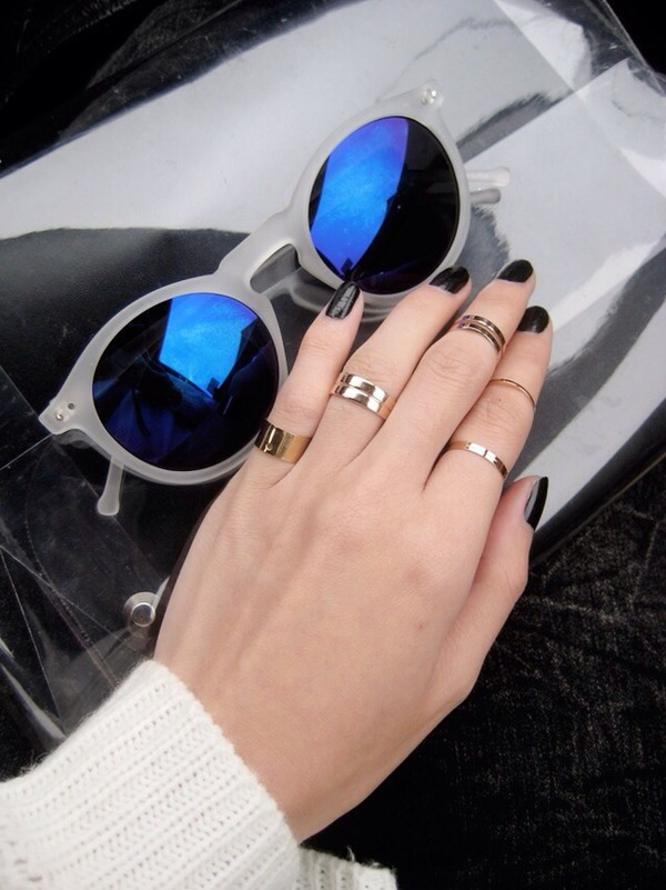 jewels gold midi rings gold mid finger rings knuckle ring tumblr sunglasses glasses cool girl style celebrity style blue glasses white round sunglasses round frame glasses