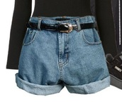 shorts,90s levis,denim,denim shorts,90s style,90s vintage,belt,baggy,mom jeans,90s grunge,90's look,90's fashion,90's tommy hilfiger