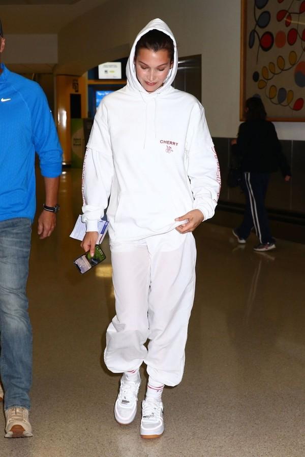 pants sweatshirt sweatpants hoodie white model off-duty bella hadid celebrity